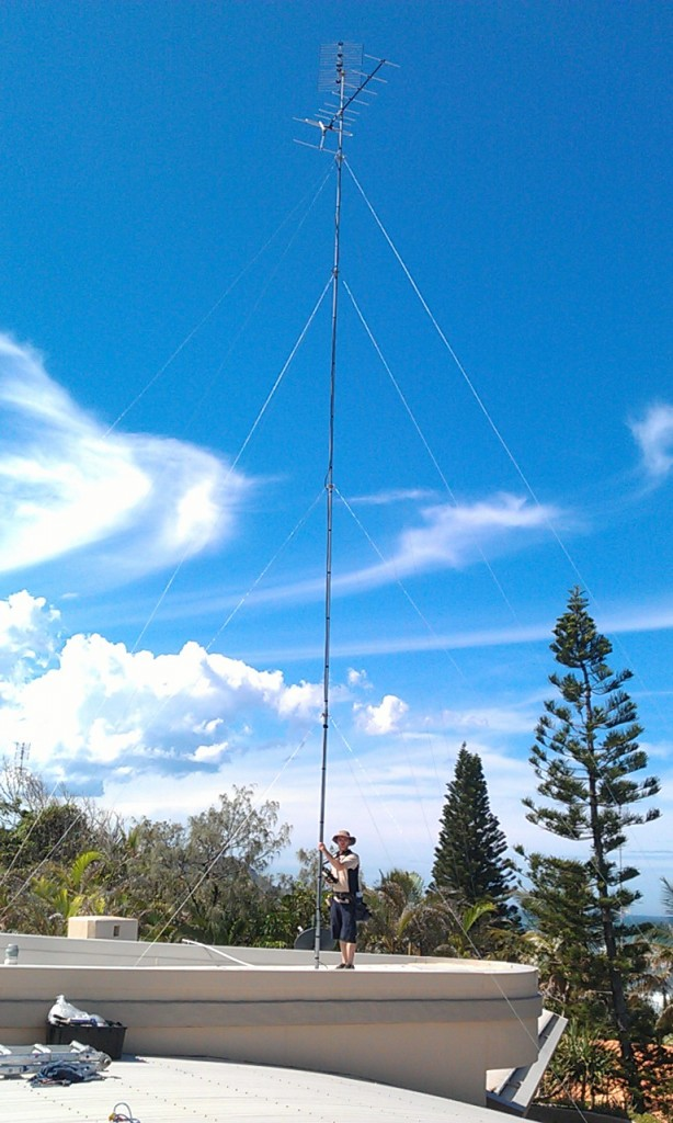 40ft Mast with a VHF and UHF TV antenna